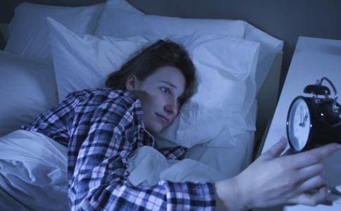 晚上睡觉易醒是什么原因 该怎么办