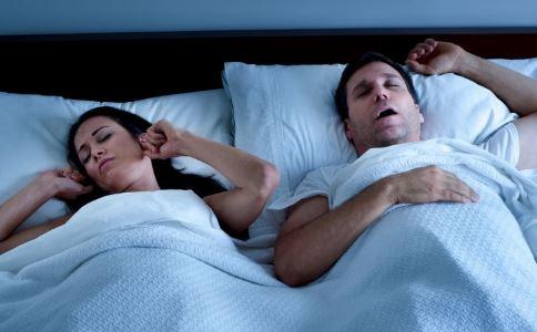男人老打呼噜是什么原因 男人老打呼噜的原因有哪些 男人老打呼噜怎么办
