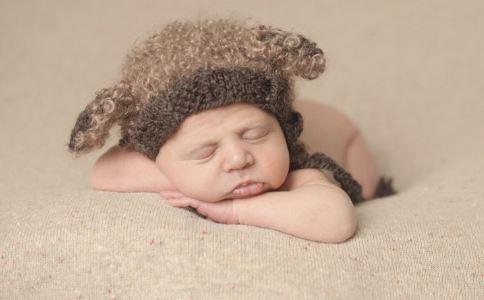 高龄产妇生巴掌大婴儿 产妇生巴掌大婴儿 高龄产妇怀孕的危险
