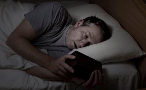 追剧7天看瞎眼 熬夜看手机对眼睛的伤害有哪些 哪些行为会让眼睛失明