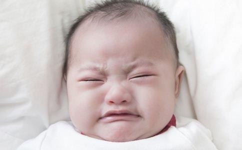 新生儿受惊吓怎么办 新生儿护理常识 新生儿受惊怎么护理