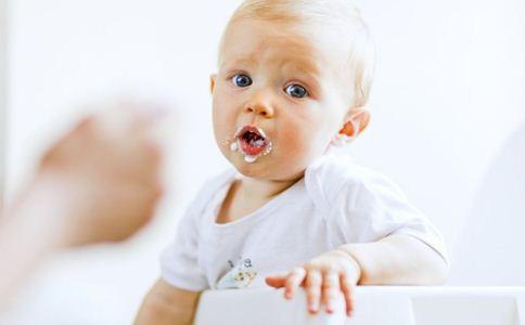 宝宝厌奶怎么办 宝宝厌奶期怎么回事 宝宝护理常识