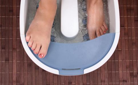 泡脚有什么好处 泡脚的好处 哪些人不能泡脚