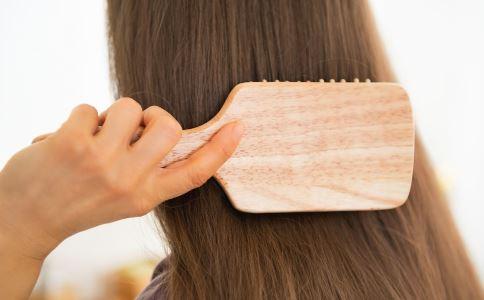 治头发脱落的方法 怎样防止头发脱落 头发脱落怎么治