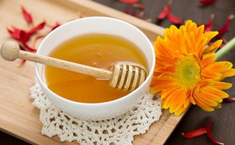 秋季喝蜂蜜能润肺 但这四大禁忌要知道