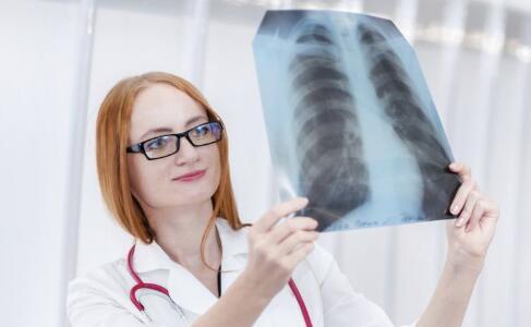 图钉在肺里住了22年 气管支气管异物的临床症状 气管支气管异物怎么治疗