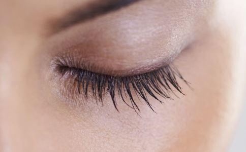 女子睫毛上竟长出虱子 被套枕套多久洗一次 被套枕套发黄怎么洗