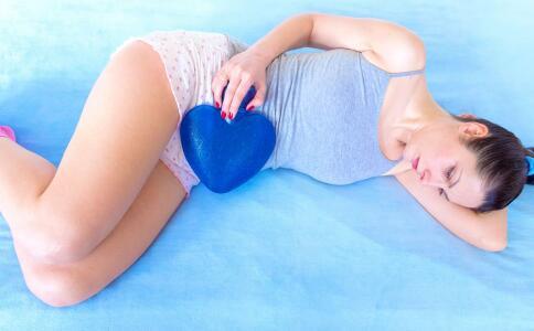 月经来几天才算正常 经期不干净的原因 来月经肚子痛怎么办