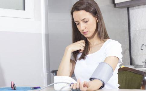 年轻人患上高血压怎么办 年轻人高血压怎么办 年轻人高血压怎么调理
