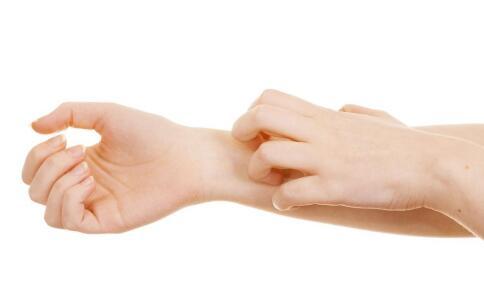 为什么得了灰指甲之后指甲会变厚 灰指甲变厚怎么办 为什么灰指甲会变厚