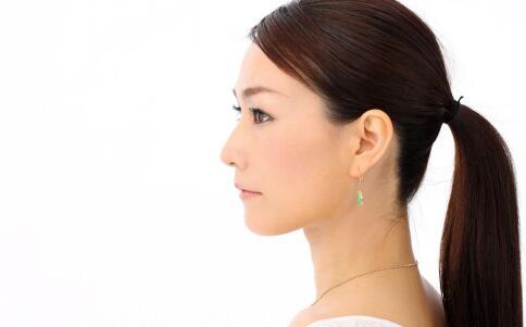 头皮屑要怎么治疗 如何治疗头皮屑 头皮屑如何根治