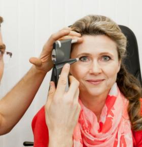 如何降低患老年黄斑变性的风险 老年黄斑变性有哪些类型 老年黄斑变性应注意什么