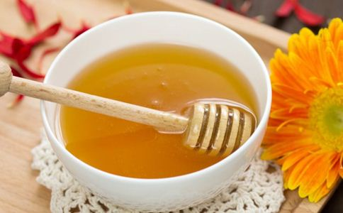 喝蜂蜜水的好处 喝蜂蜜水要注意什么 喝蜂蜜水的禁忌