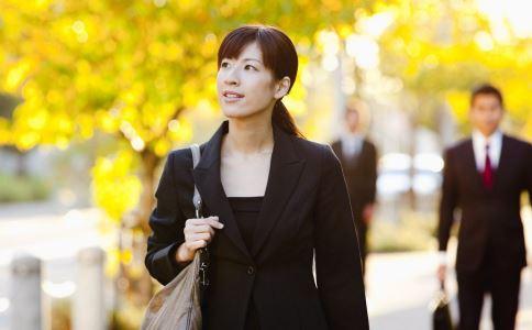 女人秋季如何养生 女人秋季保健常识 女人秋季保健注意事项