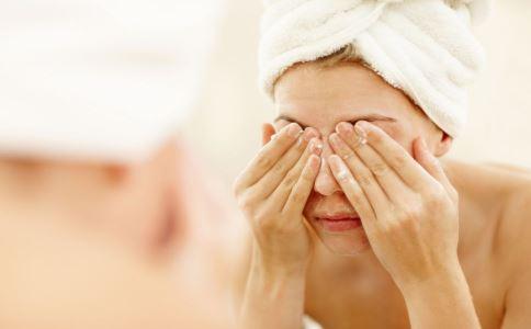 秋季天气干燥该如何护肤 秋季护肤方法 如何在秋季护肤