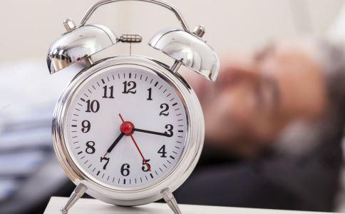 老人长期失眠怎么办 老人失眠的解决方法 老人失眠吃什么能好
