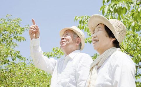 带父母出门旅游要注意什么 中老年人旅游注意事项 带父母出门旅游要准备什么