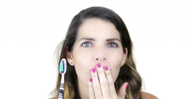 口臭怎么预防 怎么通过口臭味道诊断疾病 口臭吃什么好