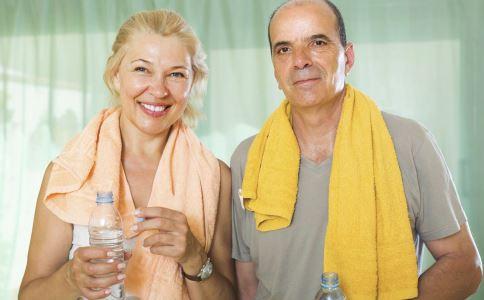 老年人皮肤要如何保养 老年人皮肤保养有哪些要点 老年人容易引起哪些皮肤病