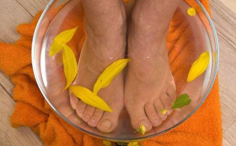 痛经怎么办 中药泡脚能治疗痛经吗 泡脚要注意什么