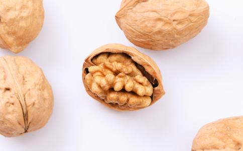 经常吃核桃有哪些好处 吃核桃有什么禁忌 核桃怎么吃有营养