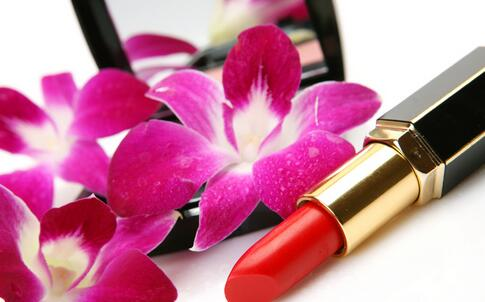 女性经常用化妆品好吗 化妆品用多有哪些危害 女性用化妆品要注意哪些