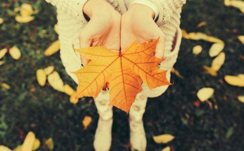 哪些行为很伤肺 秋季养肺要注意什么 秋季养肺有什么方法