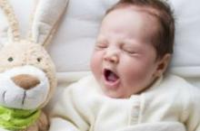 宝宝突然间不好好吃奶 是怎么回事