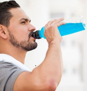 美军依赖能量饮料 喝能量饮料有哪些利弊 喝能量饮料好吗