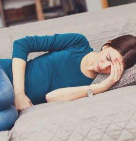 女性痛经的类型 女性痛经不宜吃哪些食物 缓解痛经的方法有哪些