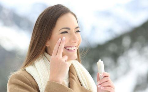 冬季皮肤干燥缺水怎么补水 5招还你水嫩肌肤