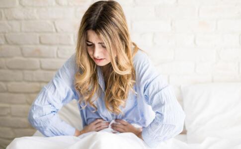 女性小腹痛是什么原因 女性为什么会腹痛 女性腹痛要做什么检查