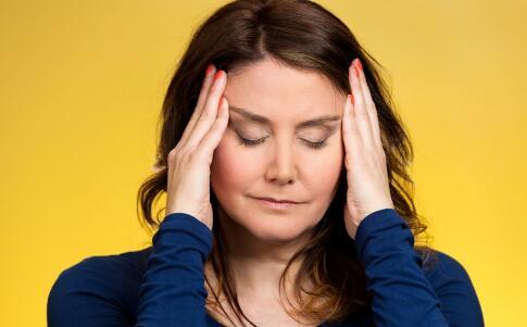 女性绝经前有哪些症状 绝经后要如何保养卵巢 女性绝经后怎么办