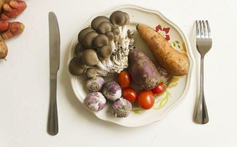 吃什么会导致食物中毒 哪些食物容易让我们食物中毒 如何避免食物中毒