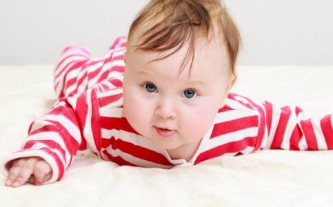 宝宝穿羽绒服好吗 宝宝穿羽绒服的危害 宝宝穿羽绒服注意