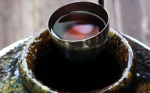 农民藏2000斤酒12年 酒是不是放的越久越好 女儿红保质期