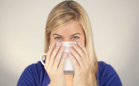 喝热水好吗 喝热水有什么好处 喝热水的好处有哪些