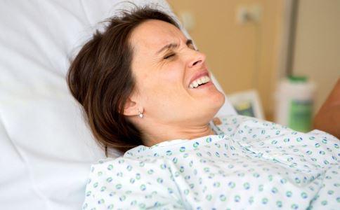 胎儿迟迟不发动怎么办 胎儿迟迟不发动的原因 分娩的征兆有哪些