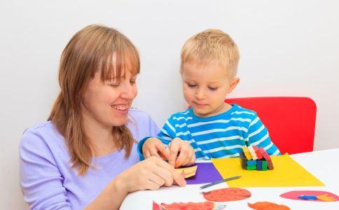 何在 依据 孩子 关键 婴儿 学习 他们 语言 大脑 出生 成人 能力