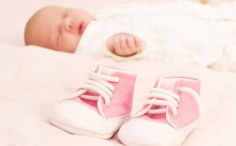 宝宝几个月可以竖着抱 宝宝竖抱有哪些要注意的 竖着抱宝宝好吗