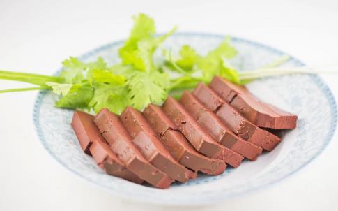 经期排淤血的食物 经期吃什么好排出淤血 经期淤血多