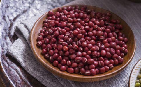 女性补气养血吃什么好 女性多吃哪些食物有好气色 当归红枣粥怎么做好吃