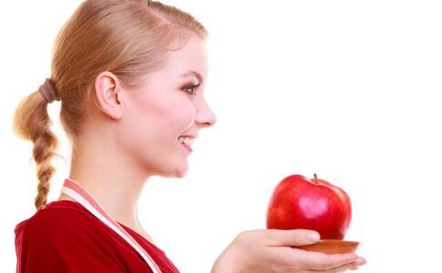 女性如何才能改善痛经 缓解女性痛经的方法 缓解痛经吃哪些食物好