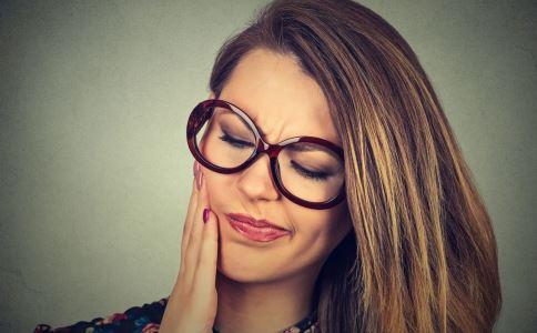 牙龈肿痛怎么办 牙龈肿痛是什么原因 牙龈肿痛吃什么好