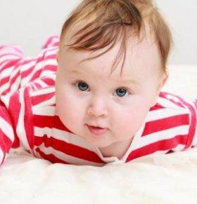 宝宝爱扯袜子 宝宝为什么爱扯袜子 宝宝扯袜子