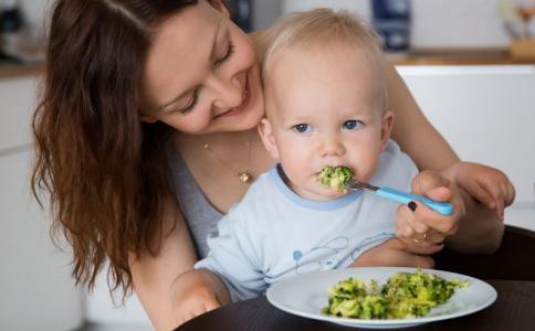 宝宝几个月添辅食 婴儿添加辅食注意事项 宝宝多大开始吃辅食