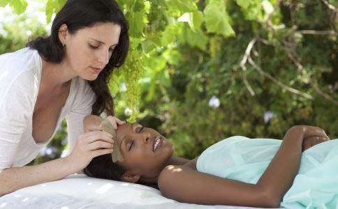 刮痧能治高血压吗 刮痧能最新注册送体验金平台治疗高血压 刮痧要注意什么