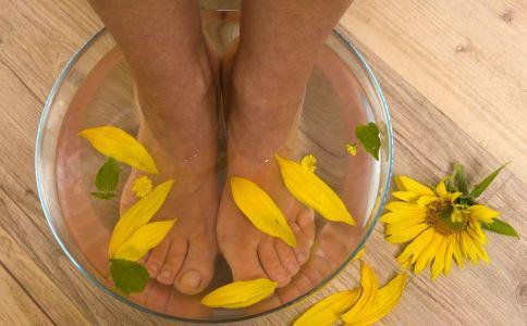 用醋泡脚好吗 用醋泡脚能治脚气吗 用醋泡脚有什么好处
