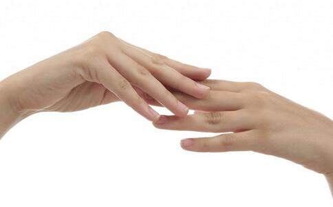 指甲上竖纹是什么原因 指甲上竖纹反映什么问题 怎么看指甲是否健康