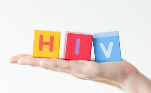 男子造谣传染艾滋给女生 男子造谣传染艾滋给女生最新消息 艾滋病传染途径